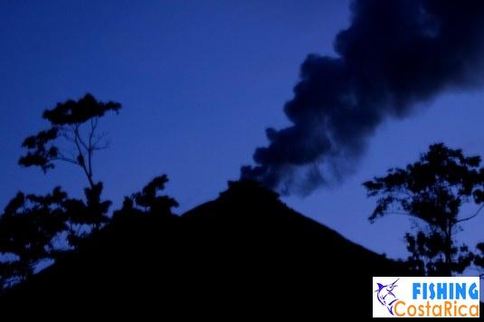 Вулкан Аренал на закате